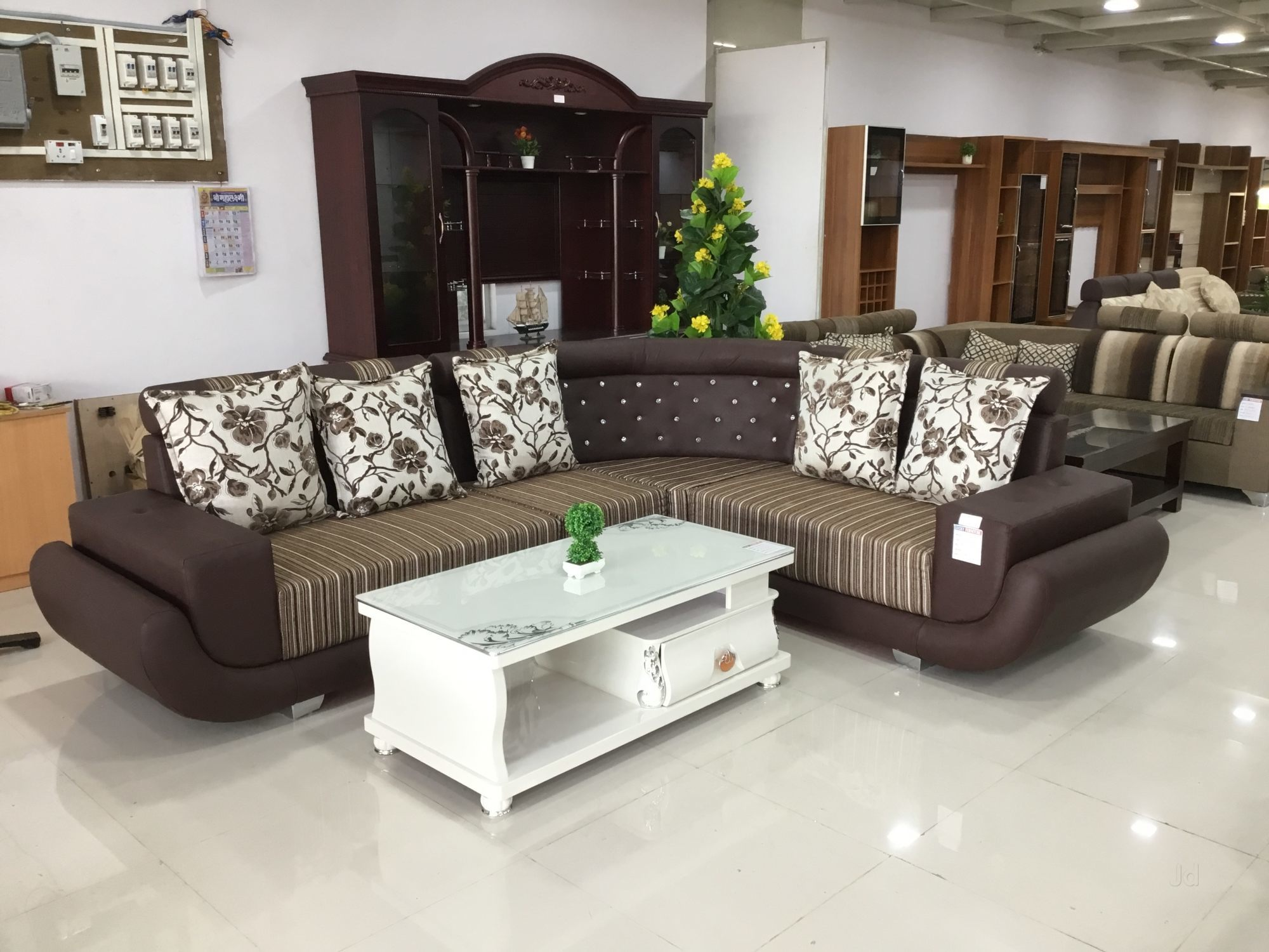 Lucky Funriture Mall - Leading Customized Furniture Manufacturer in Sangli